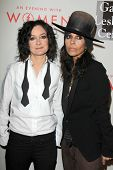 LOS ANGELES - MAY 10:  Sara Gilbert, Linda Perry at the L.A. Gay & Lesbian Center's