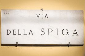 picture of quadrangles  - Marble ensign indicating Via della Spiga - JPG