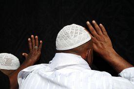 foto of kaaba  - Kaaba Mecca in Saudi Arabia and Muslim pilgrims coming for Hajj - JPG