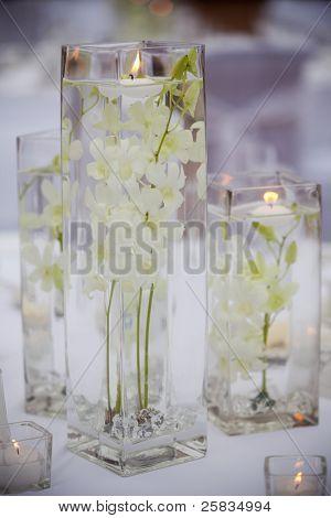 Постер, плакат: Цветок и свеча украшения для свадьбы, холст на подрамнике