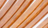 Curva de listones de madera