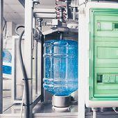 cadena de producción de agua de bebida