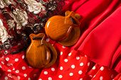 flamenco y castañuelas fan peinen típica de España Espana elementos