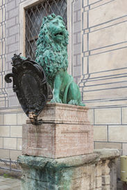 image of munich residence  - Lion with a shield at the residence of the Bavarian dukes - JPG