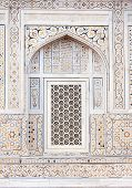 picture of mughal  - Wall decoration at the Tomb of I timad ud Daulah in Agra Uttar Pradesh India a Mughal mausoleum often described as the Baby Taj or jewel box - JPG