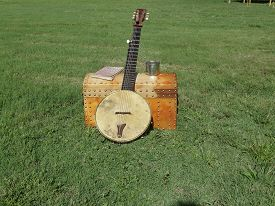 picture of banjo  - Old banjo and trunk traveling around the country pre 1890 - JPG