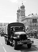 Amerikanische militärische LKW vor große Synagoge - Pilsen-Stadt-Tschechien-Europa - Jubiläum-de