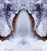 Постер, плакат: Покрытый льдом водопад