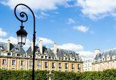 Постер, плакат: Вид на площади Вогезов Париж Франция