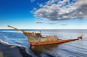 foto of arena  - Remains of the Lord Lonsdale frigate - JPG