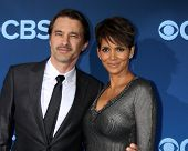 LOS ANGELES - JUN 16:  Olivier Martinez, Halle Berry at the