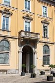 Renaissance corner