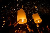 CHIANGMAI, THAILAND - NOV 16: People release sky lanterns to worship Buddha's relics during Yi Peng festival on November 16, 2013 in Chiangmai, Thailand