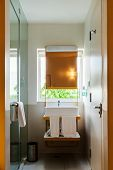 Compaq, simple and decent bathroom