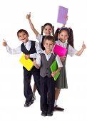 Niños sonrientes con libros