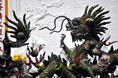 Dragons in buddhistischer Tempel in Hoi An, Vietnam