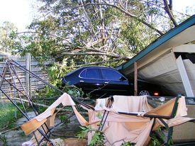 pic of katrina  - A house and car damaged by hurricane katrina - JPG