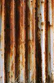 Wellpappe rostigen Eisenwand