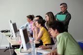 Erwachsene Computer-Klasse