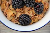Bran cereal and blackberries