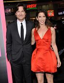 LOS ANGELES - NOV 20:  Jason Bateman & Amanda Anka arrives to the