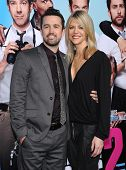 LOS ANGELES - NOV 20:  Rob McElhenney & Kaitlin Olson arrives to the
