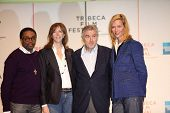 NEW YORK - APRIL 21 : L-R Spike Lee, Jane Rosenthal, Robert De Niro and Uma Thurman at press confere