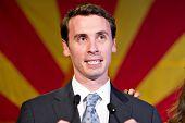 PHOENIX, AZ - 2 de novembro: Celebrar o congressista Ben Quayle, filho do ex vice-presidente Dan Quayle,