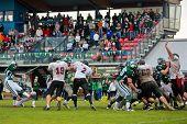 Korneuburg, Österreich-20. Juni: österreichische Fußball-Liga: Kicker Martin Wunderer (# 82, Drachen) und
