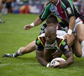 TWICKENHAM UK AUGUST 03, Semi-Tadulala erzielt einen Versuch in der Engage Super League Rugby League