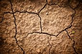 Photo cracked earth  in a dry terrain