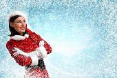 Attracive Mädchen in Santa Kleidung