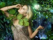 Menina bonita da floresta de fadas