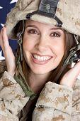 Постер, плакат: Женщина солдат