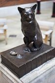 Statue Of Samuel Johnson's Cat 'hodge'