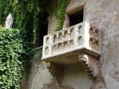 foto of juliet  - The famous balcony of Romeo and Juliet in Verona - JPG