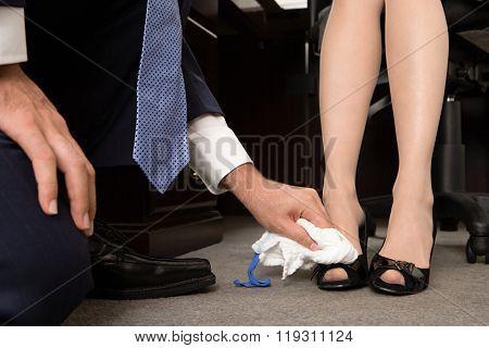 он не устоял от ног жены фото и комментарии