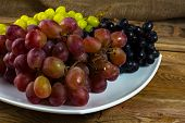 Постер, плакат: Bunch Of White Red And Dark Grapes
