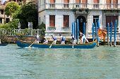Remadores nos Jogos de corrida no Grande Canal, Veneza