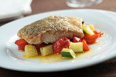 Gebratener Seelachs-Filet mit Gemüse