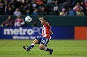 Mediocampista de Chivas USA CARSON, CA. - 9 de abril: Nick LaBrocca #10 durante el partido de la MLS entre Columbus