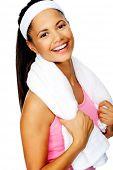 Mooie vriendelijke glimlach portret van een gezonde fit Spaanse vrouw met fitnessruimte handdoek geïsoleerd op wit