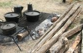 Bürgerkrieg Ära Kochen mit Cast Iron Pots am Lagerfeuer