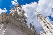 Постер, плакат: White Plague Column In Budapest Against The Backdrop Of The Cathedral Of St Matthias