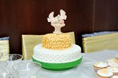 pic of ring-dove  - The wedding cake with doves on top - JPG