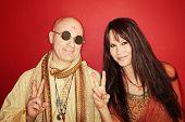 Hippies com sinal de paz