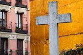 Cruz en la ciudad de Madrid