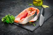 Salmon. Raw Trout Red Fish Steak served with Herbs, Lemon and olive oil on slate. Cooking Salmon, se poster