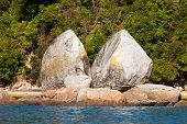 Split Apple Rock near Abel Tasman NP, New Zealand