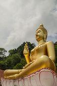 eine Buddha-Statue